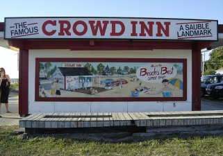 Crowd Inn