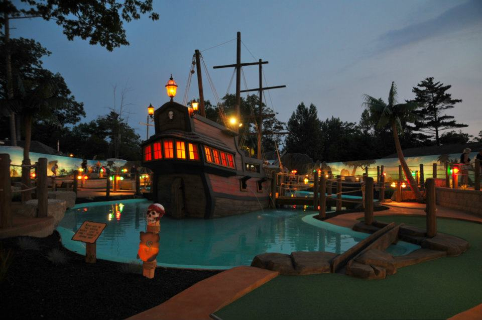 SKULL ISLAND MINIATURE GOLF